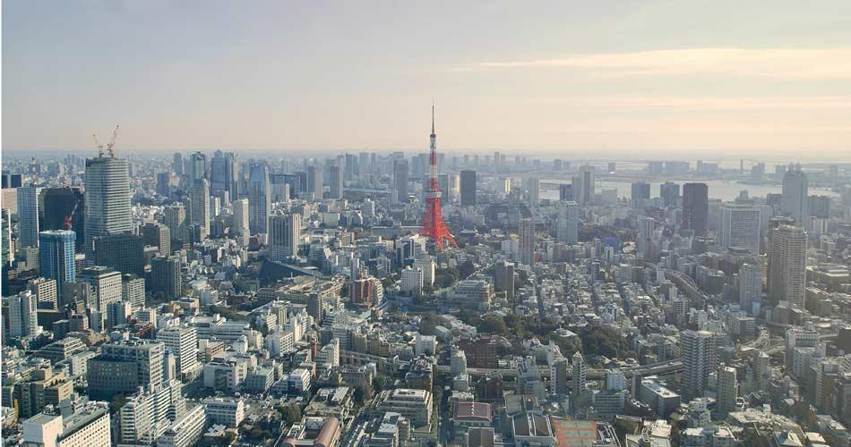 Tokyo-Skyline Photo by ian on Unsplash